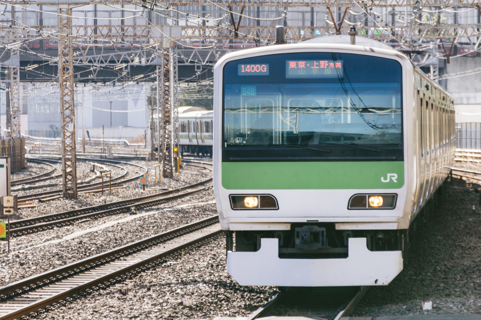 電車のデジタルサイネージ広告