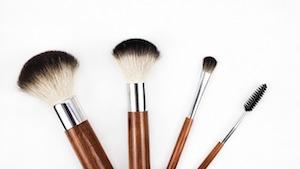 化粧品のプロモーションに動画を制作する