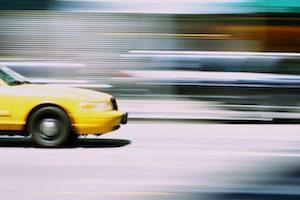 タクシー広告の料金と効果